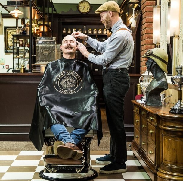luxusni-barber-plastenka-captain-fawcett